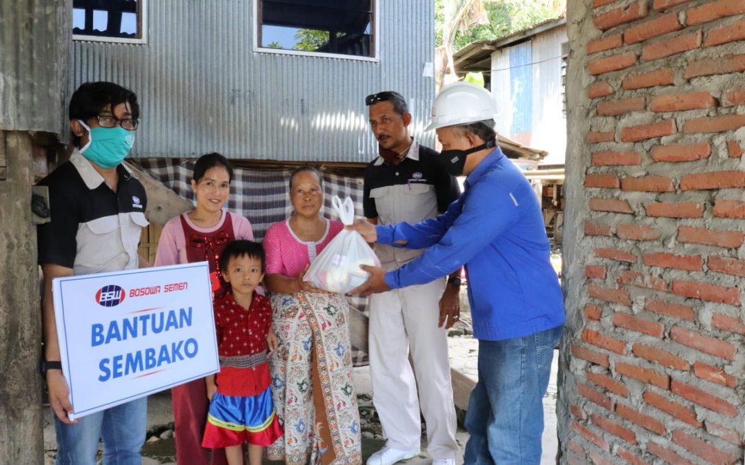 Bagi Sembako Untuk Warga Terdampak Covid-19 di Dua Kabupaten