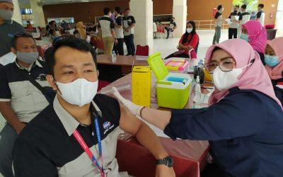 Polres Maros Boyong Vaksin Astra Seneca ke Pabrik Bosowa
