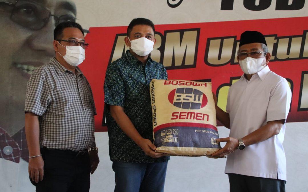 Bosowa Semen Serahkan 1.000 Zak ke Gubernur Benahi Sulbar